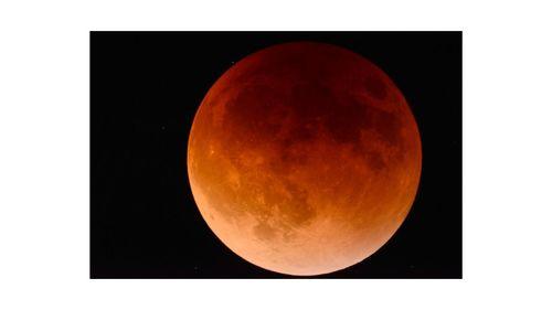 3年ぶりの皆既月食と、今年最も大きな満月「スーパームーン」を楽しもう